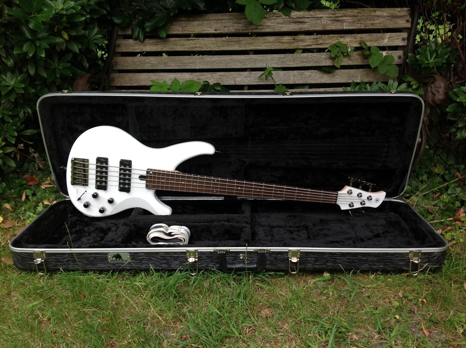 yamaha trbx305 5 string bass guitar vintage modern guitars. Black Bedroom Furniture Sets. Home Design Ideas